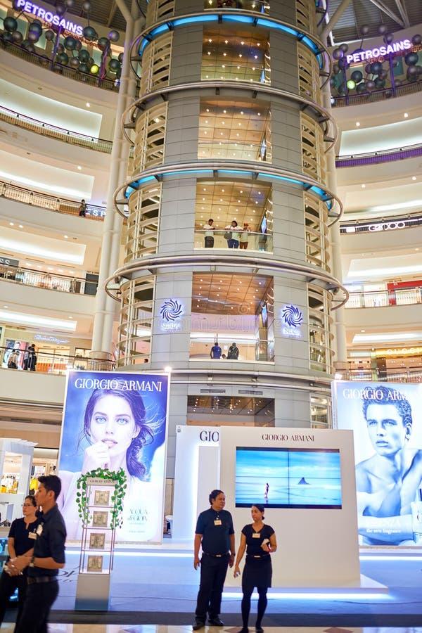 Shopping em torres gêmeas de Petronas imagem de stock