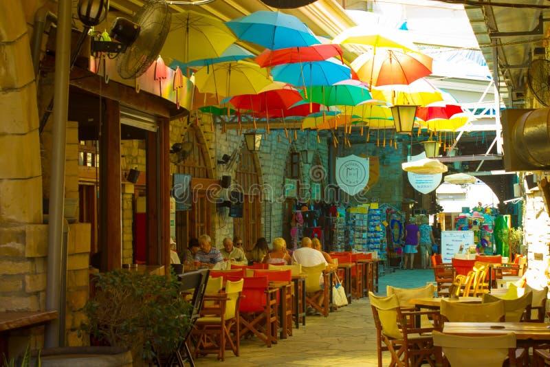 Shopping i den Limassol staden arkivbild