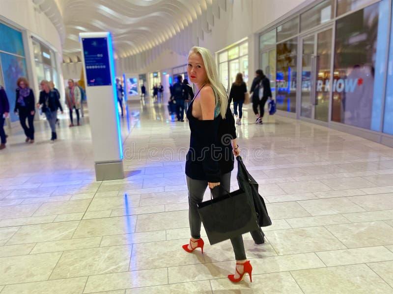 Shopping in London lizenzfreies stockfoto