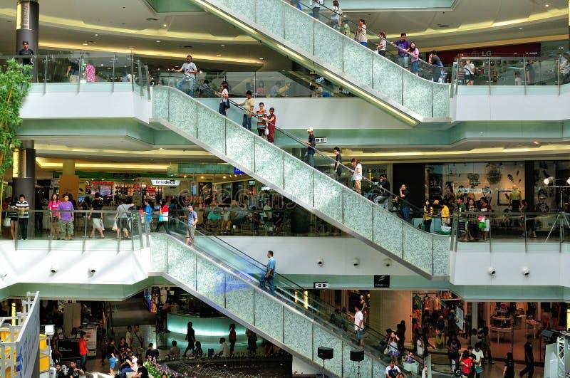Shopping och hiss arkivbilder