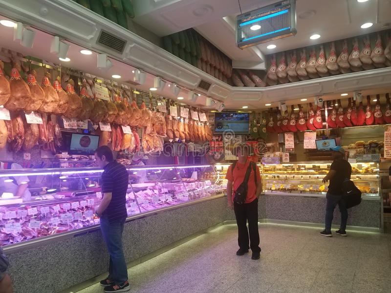 Shopping in Salamanca, Spanien, mit dem berühmten Autor H L Dowless 2019 lizenzfreie stockfotografie