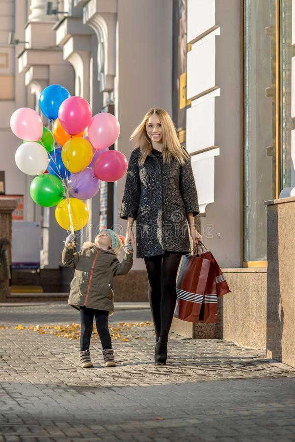 Shoppingfamiljbegrepp royaltyfri bild