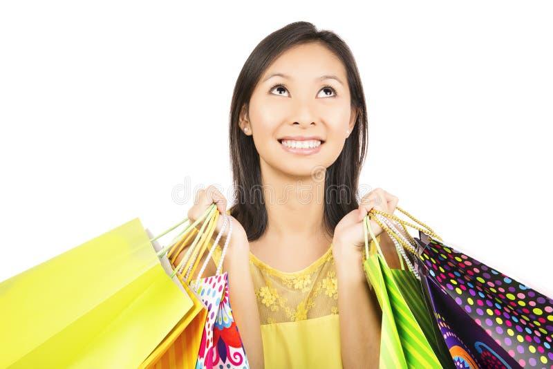 Shoppingflicka som ser upp fotografering för bildbyråer