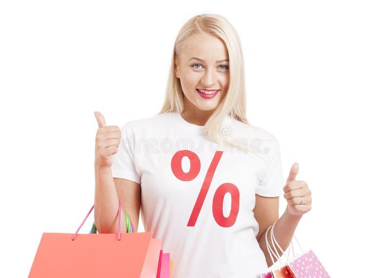 Shoppingflickastående Skönhetkvinna med shoppingpåsar royaltyfria bilder