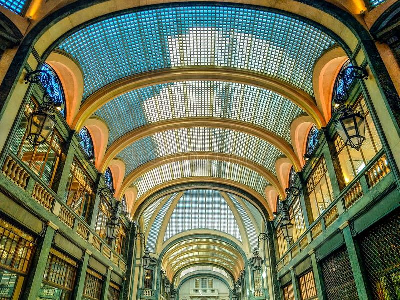 Shoppinggalleri San Federico i Turin Italien arkivbild