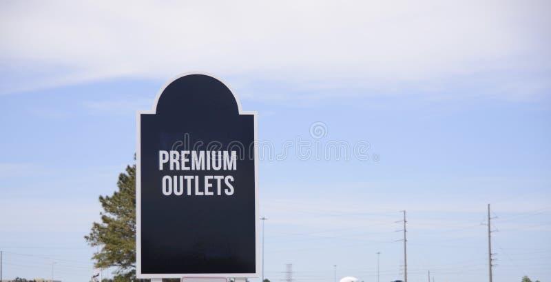 Shoppinggalleria och högvärdiga uttag royaltyfria foton