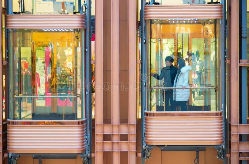 Shoppinggalleriaelevator arkivfoto