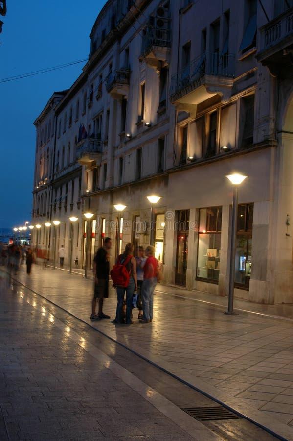 shoppinggata royaltyfria bilder