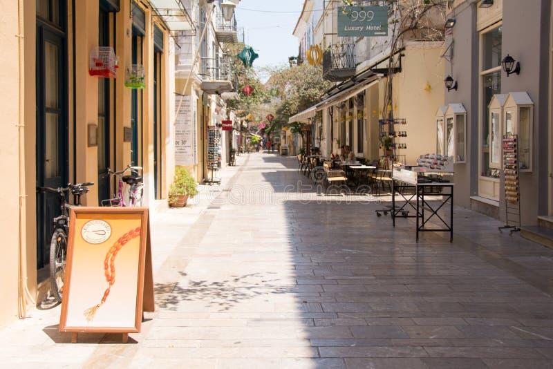Shoppinggata i Nafplioen, Grekland arkivbilder