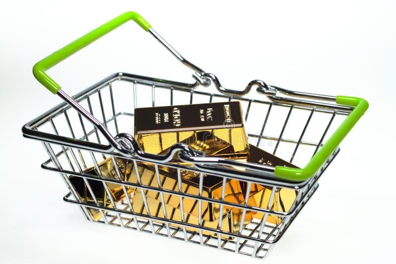 Shoppingkorg arkivfoto
