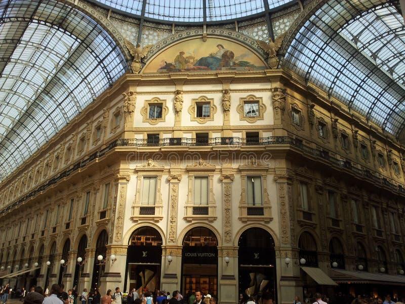 Shoppingområde i Milano Italien arkivfoto