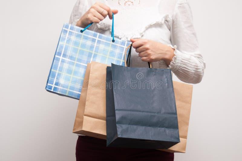 Shoppingpåsar i händer royaltyfria bilder