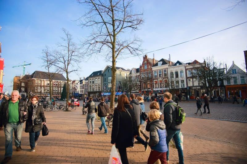 Shoppingplazaen av den Groningen staden på jul semestrar royaltyfri bild