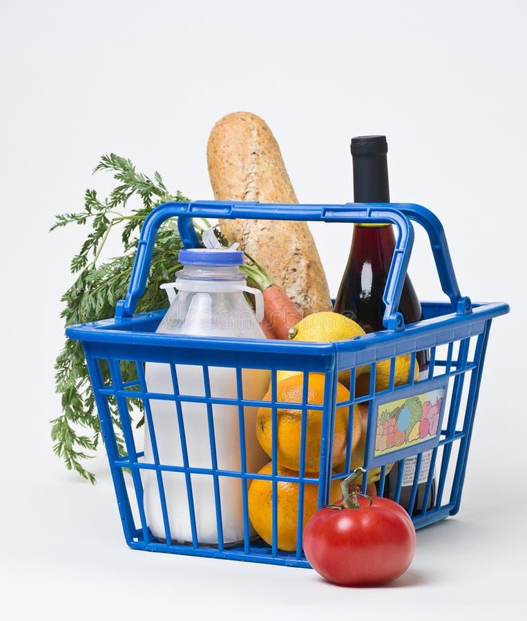 Shoppingtur till supermarketen royaltyfria bilder