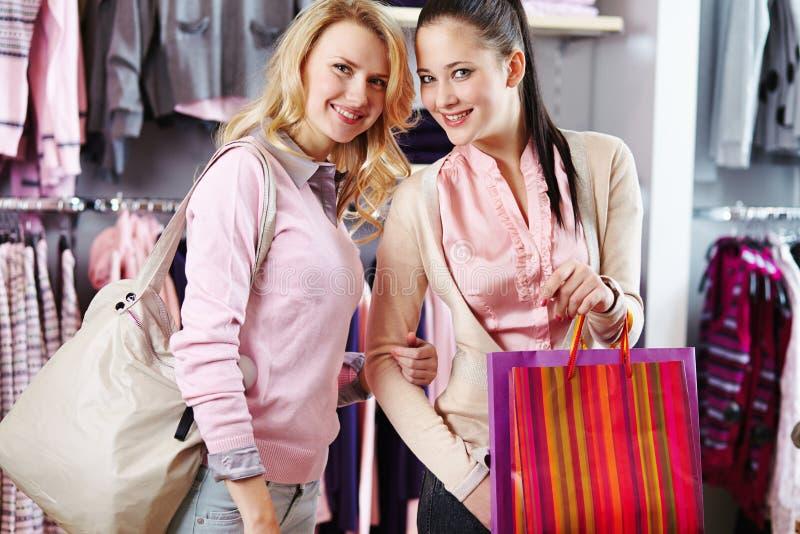Shoppingvänner arkivfoto