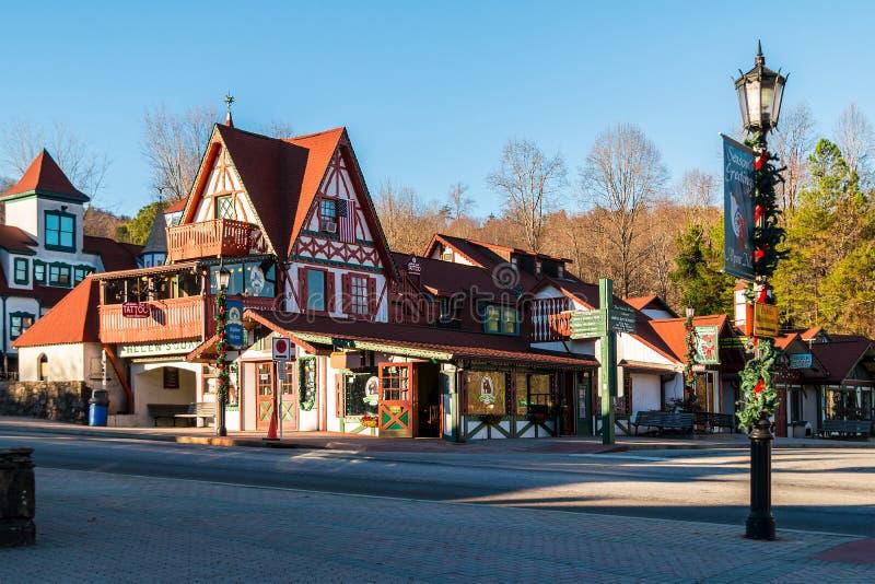 Shops auf Main Street, Helen, USA lizenzfreie stockfotos
