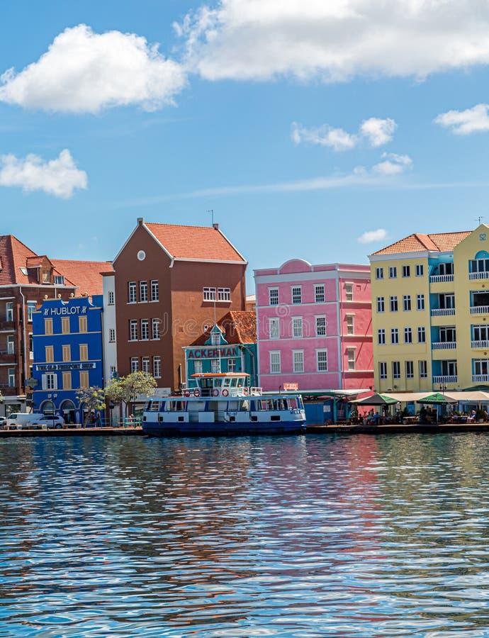 Shopsin colorido Curaçao imagenes de archivo