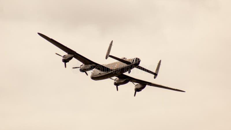 Shoreham Airshow 2014 - desfile aéreo de Lancaster imagens de stock