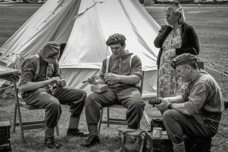 SHOREHAM-BY-SEA VÄSTRA SUSSEX/UK - AUGUSTI 30: Beträffande-enactme krigstid royaltyfri fotografi