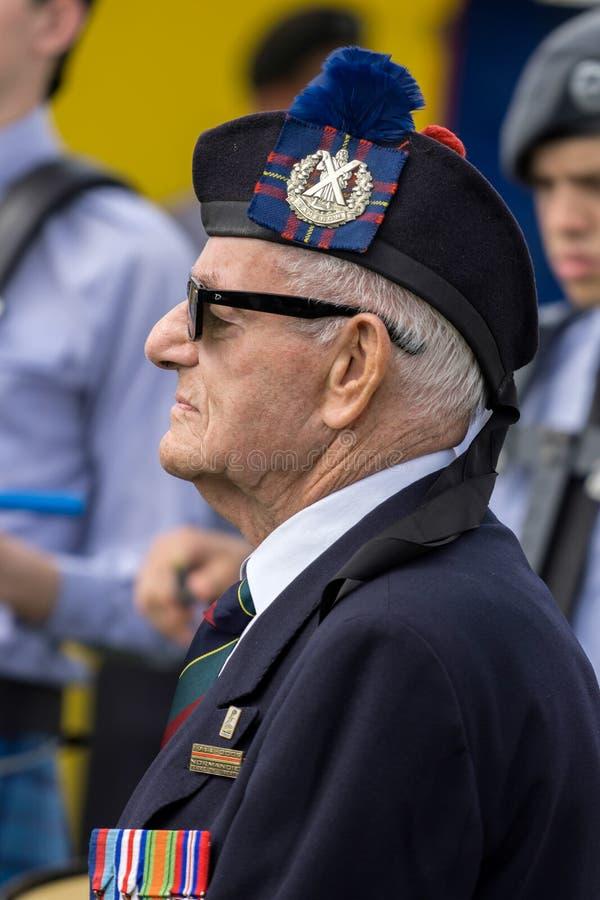 SHOREHAM-BY-SEA VÄSTRA SUSSEX/UK - AUGUSTI 30: Gammal soldat av royaltyfri fotografi