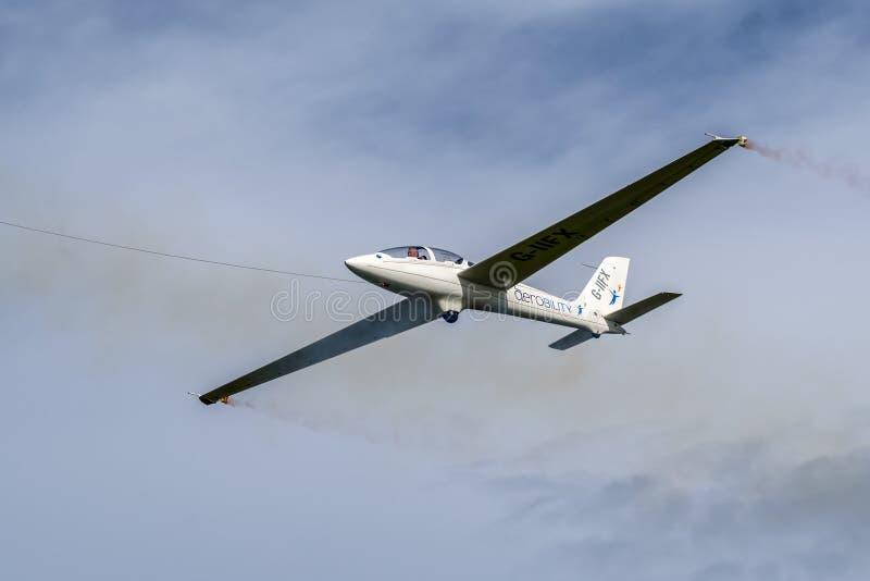 SHOREHAM-BY-SEA VÄSTRA SUSSEX/UK - AUGUSTI 30: GliderFX skärm T arkivfoton