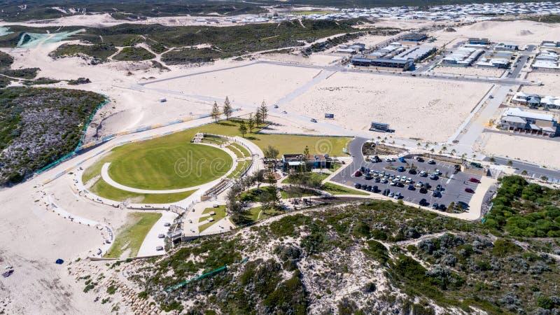 Shorehaven strand parkerar antennen royaltyfria bilder