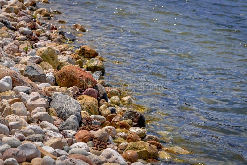 Shoreline av Pewaukee sjön i Wisconsin royaltyfria bilder