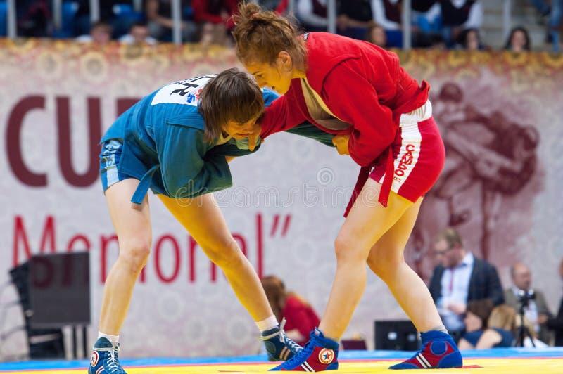 Shorena Sharadze (r)和Katsiaryna Prakapenka (b)战斗 库存图片
