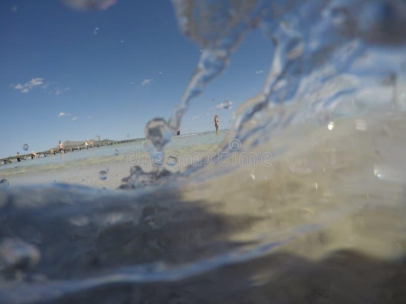 Shoreside dans la plage d'alcudia dans le côté nord de l'île de Majorque photo stock