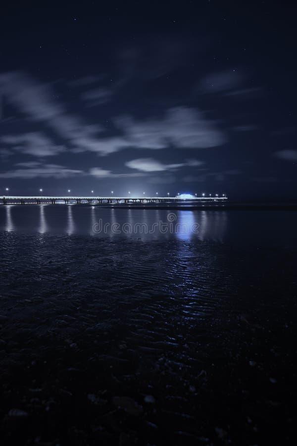 Shorncliffepijler in de avond stock foto