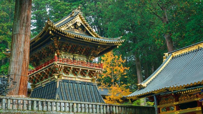 Shoro - en klockstapel på den NIkko Toshogu relikskrin i Japan arkivfoton