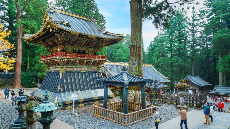 Shoro - en klockstapel på den NIkko Toshogu relikskrin i Japan arkivfoto