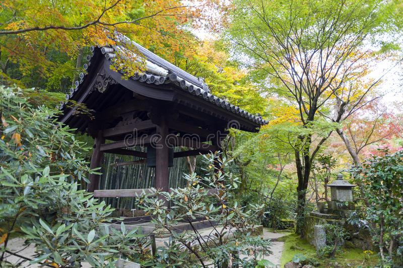 Shoroen, shuro eller kanetsuki-gör, det japanska klockatornet arkivbild