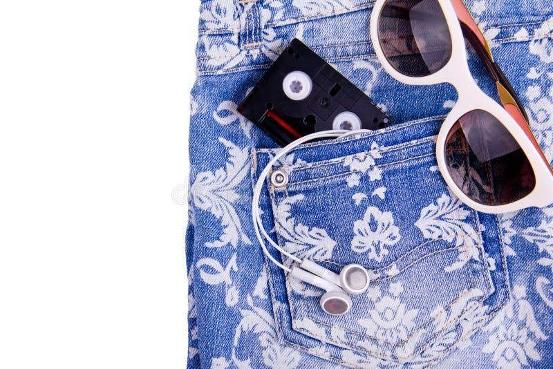 Short de calças de ganga da sarja de Nimes com teste padrão branco fotos de stock royalty free
