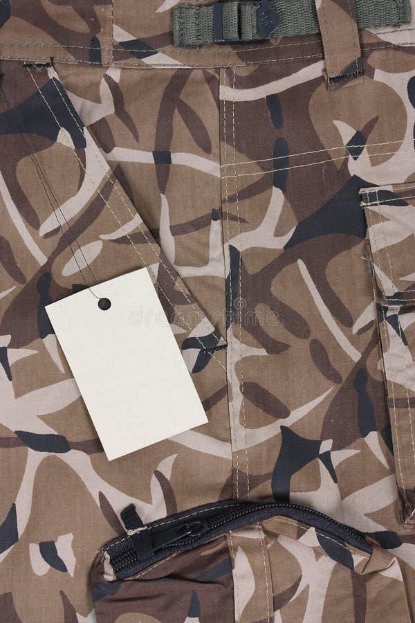 Short marrom do bolso do camoflage do close-up com etiqueta (s fotos de stock