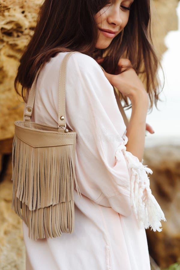 Short vestindo e revestimento da menina à moda nova foto de stock royalty free
