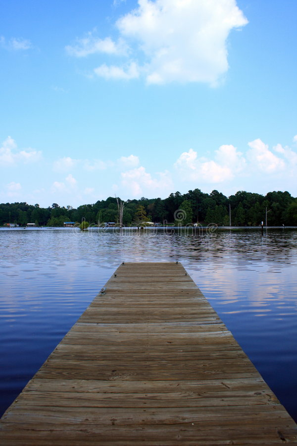 Free Short Walk On A Long Pier Royalty Free Stock Images - 2905159