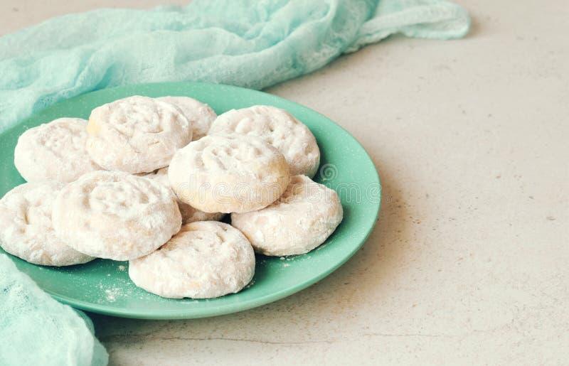 Shortbread сезама с заполнять даты Ближневосточные печенья Помадки дат Eid и Рамазан Kahk Аравийская кухня r стоковые изображения rf