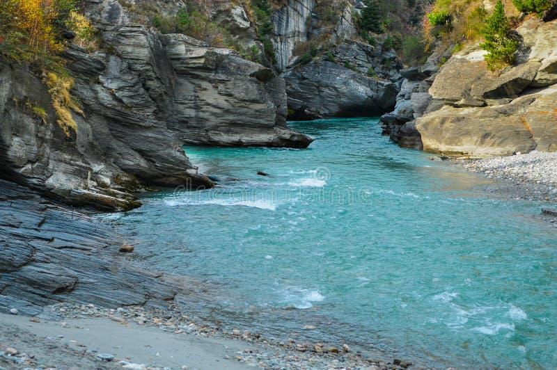 Shotover stråle/flod i Queenstown, södra Nya Zeeland royaltyfri foto
