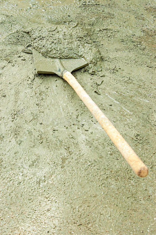Download Shovel And Wet Cement Royalty Free Stock Image - Image: 29046906
