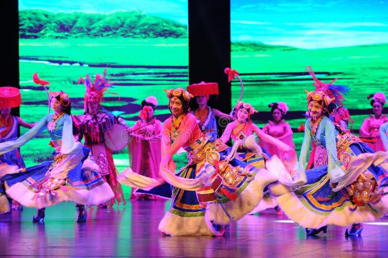  show†сценариев масштаба тибетца радушное танц-большое  legend†дороги стоковое фото