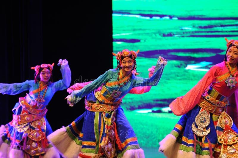 show†сценариев масштаба тибетца радушное танц-большое  legend†дороги стоковое изображение