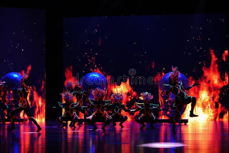  show†сценариев масштаба shamanic маски танц-большое  legend†дороги стоковые фото