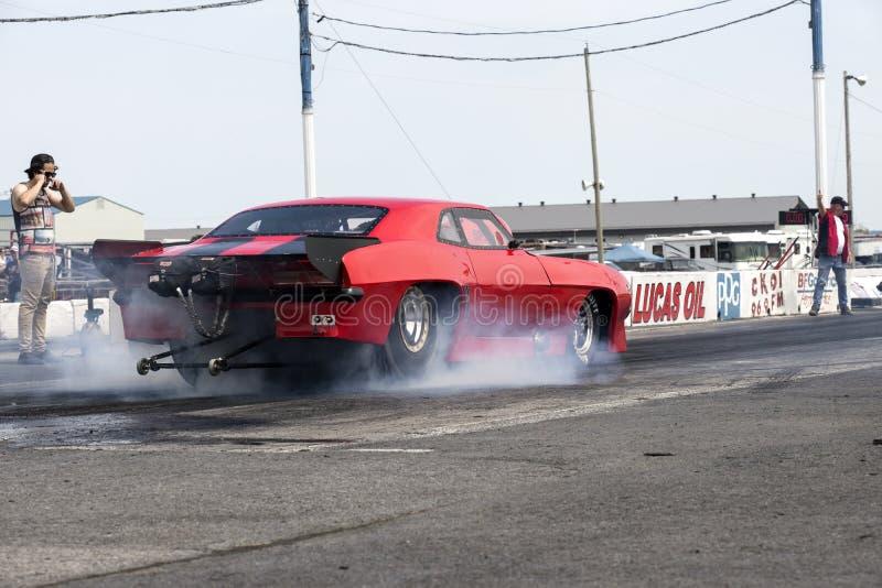 Show för rök för Chevrolet Camaro friktionsbil arkivfoto