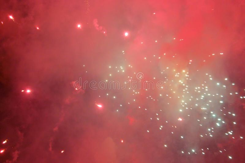 Show 2019 f?r festival f?r abstrakta oskarpa bakgrundsfyrverkerier internationell p? Pattaya Thailand arkivbilder