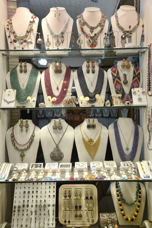 Show-fall med smycken arkivbilder