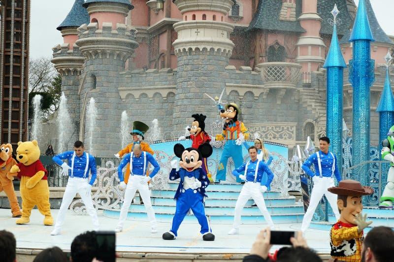 Show p? Disneyland Paris royaltyfria bilder