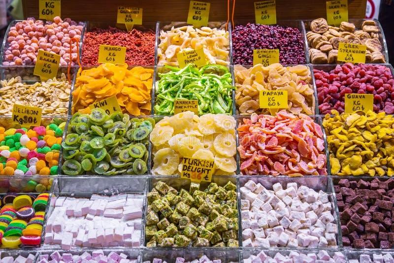 Show-venster met de snoepjes van het oosten en gedroogd fruit, Grote Bazaa royalty-vrije stock afbeeldingen