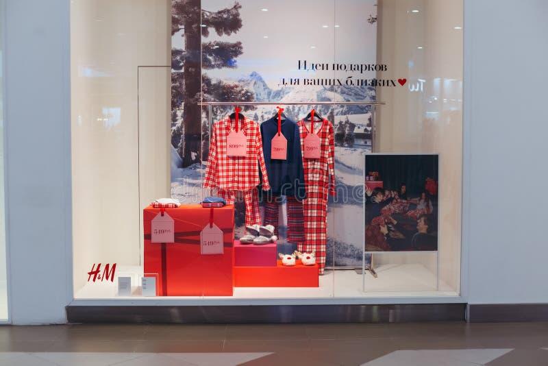Show-venster van H&M-winkel in de winkelcentrumwaterverf, Volgo royalty-vrije stock afbeelding