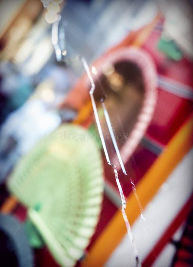 Showcase met gebroken glas royalty-vrije stock fotografie